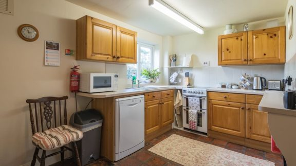 The fully equipped kitchen includes a dining table