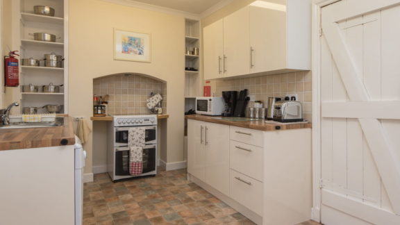 The well equipped kitchen, with dishwasher